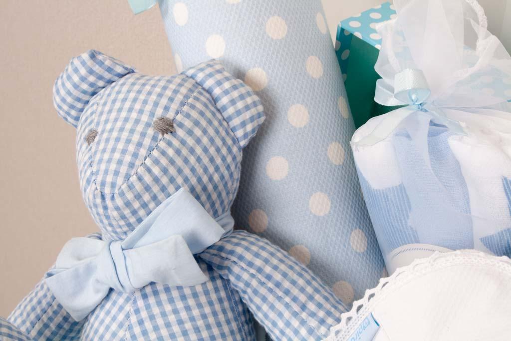 a57c3a35d Como hacer una cesta regalo de recién nacido